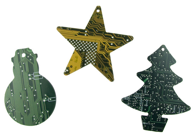 Originelles Mitbringsel zu Weihnachten: Weihnachtsschmuck aus alten Leiterplatten